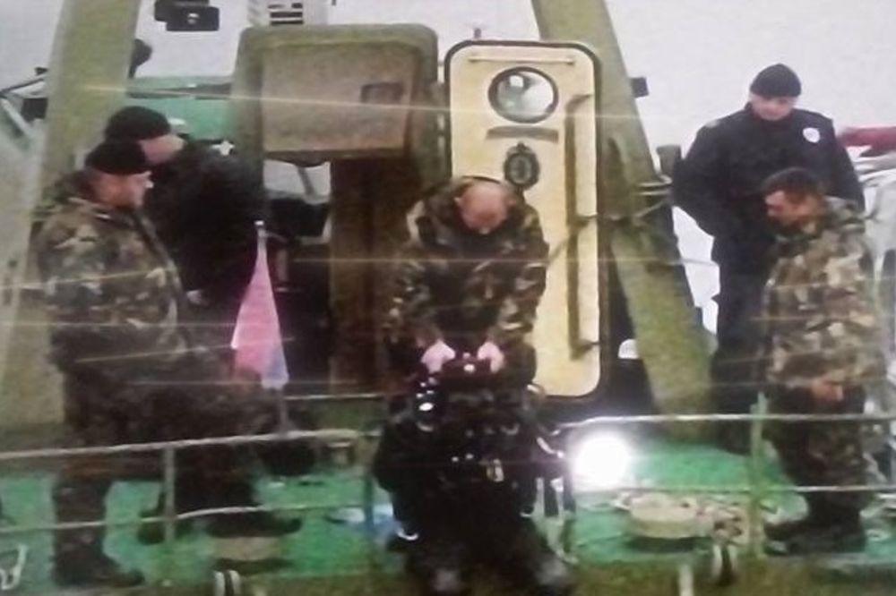 NESREĆA KOD ADE HUJE: BMW u kome je bilo 6 mladih sleteo u Dunav! 3 spaseno, izvučena 2 tela!