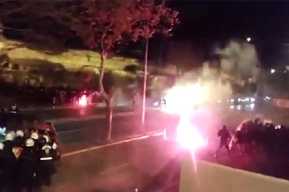 (VIDEO) TRAGIČAN SUKOB: Pogledajte kako su turska policija i navijači napali Delije uoči meča