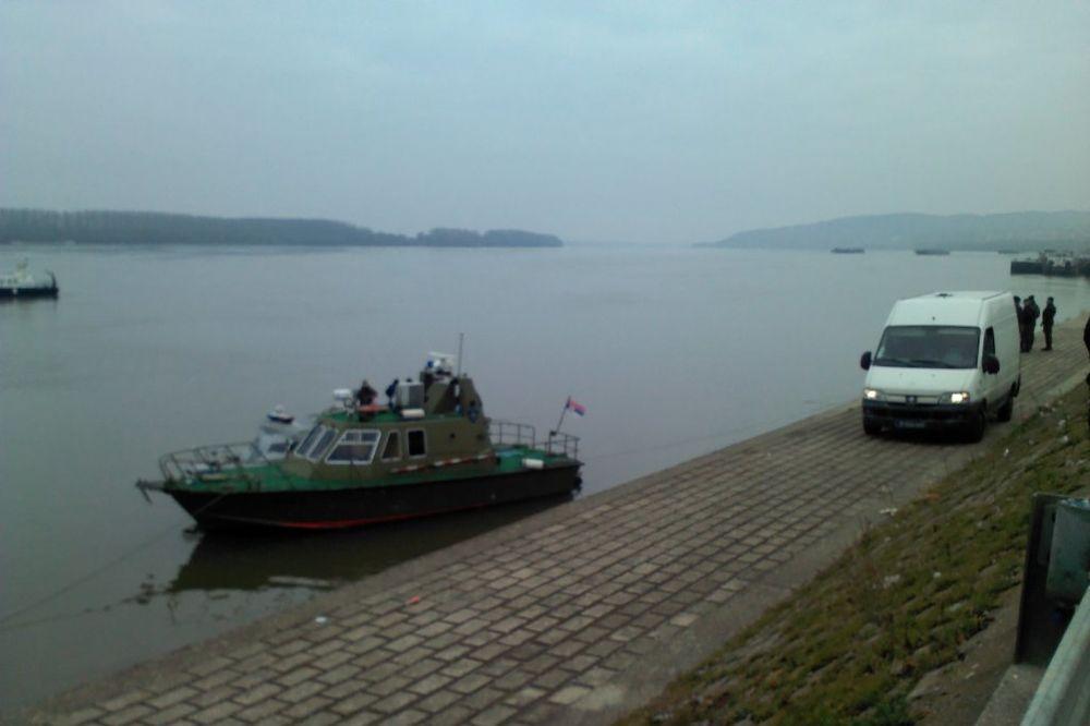 ZAROBLJEN U GEPEKU: Mladić pokušavao da izađe iz prtljažnika i pre nego što je auto sleteo u Dunav!