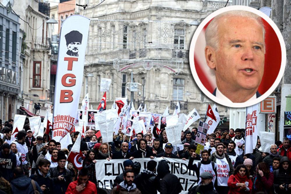 (VIDEO) DOČEKALI GA PROTESTI: Džozefu Bajdenu u Istanbulu vikali da ide kući