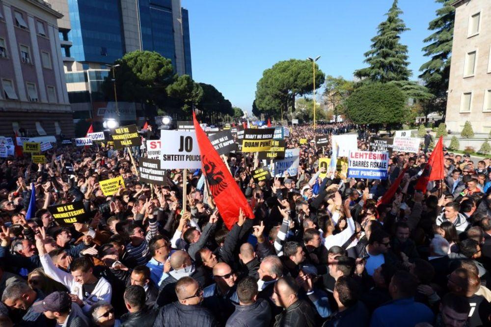 TIRANA NA ULICAMA: Desetine hiljada Albanaca protestuju zbog politike vlade Edija Rame