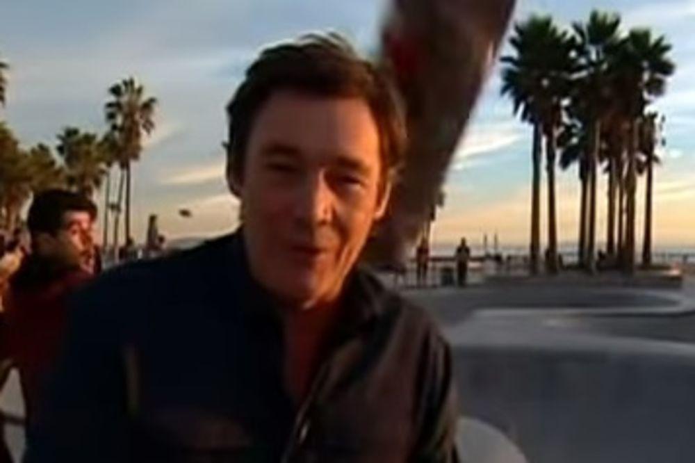 (VIDEO) Voditelj dobio skejt u glavu u uživo prenosu!