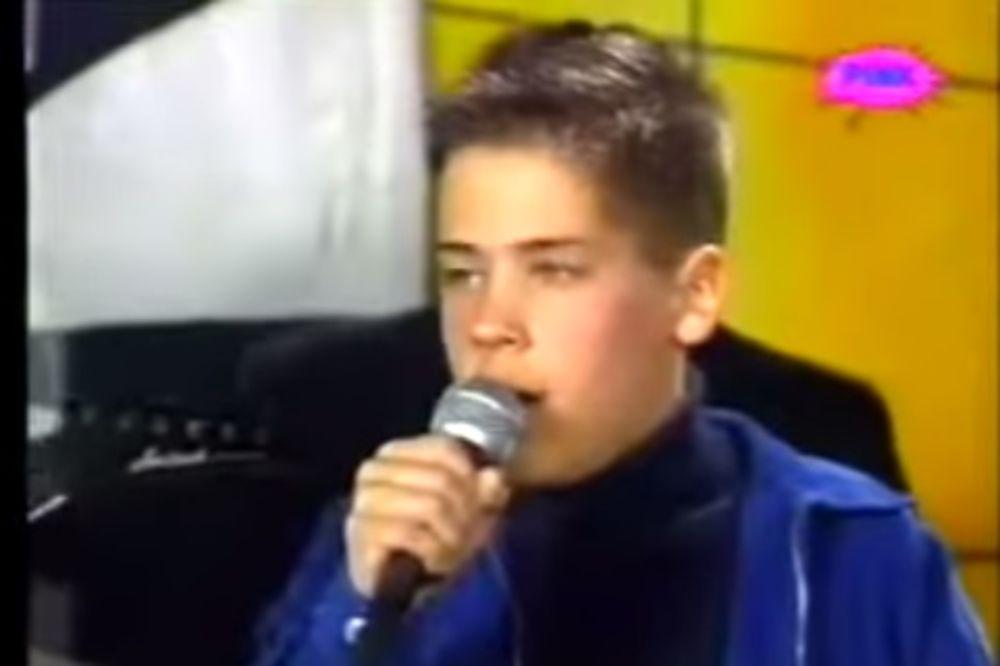 (VIDEO) TALENAT OD MALIH NOGU: Evo kako je Nikola Rokvić pevao sa 12 godina!