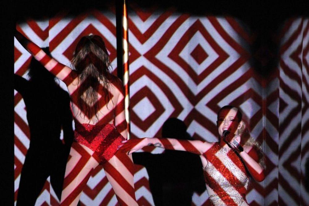 (VIDEO, FOTO) SEKSI GUZE: Džej Lo i Igi hipnotisale publiku nastupom!