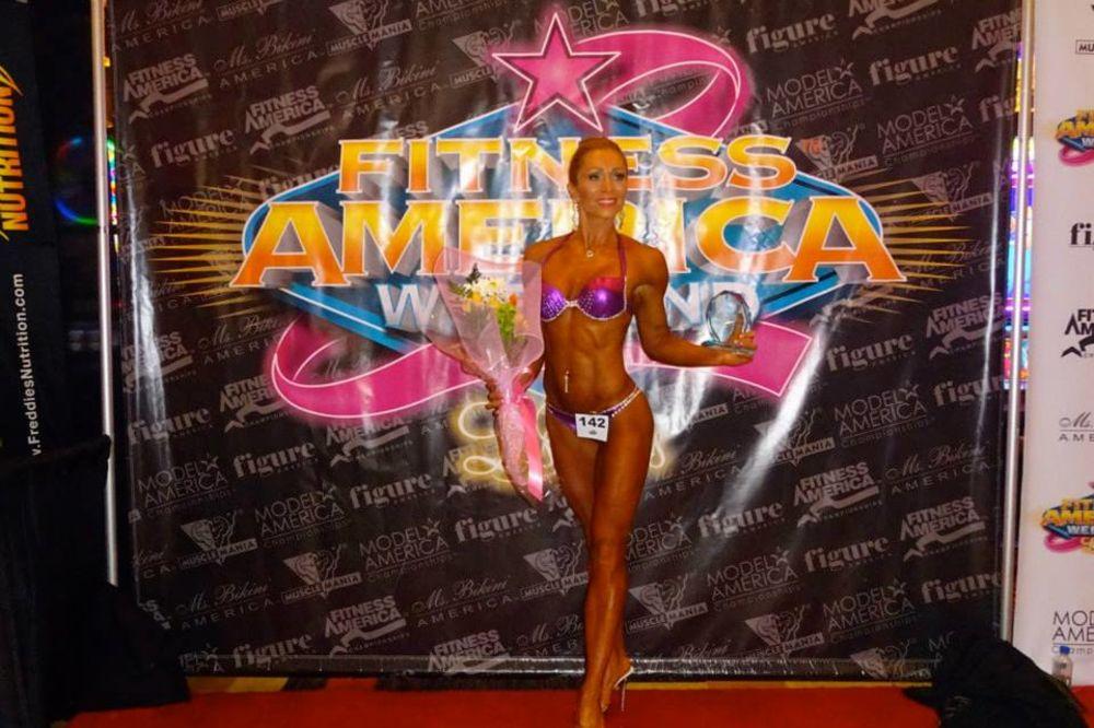 (FOTO) LEJLA (39) OSTVARILA SAN: Bosanka osvojila titulu mis bikini!