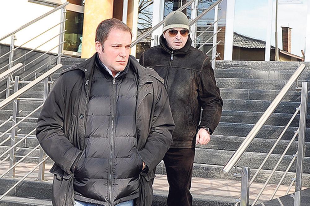 KRIJU SE: Borisa Garu od fotografa čuvali ljuti drugari