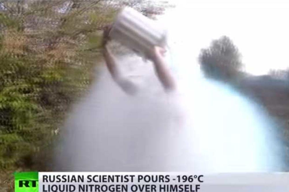 (VIDEO) NOVO LUDILO HARA SVETOM: Zalili se tečnim azotom (-195) i ostali živi!