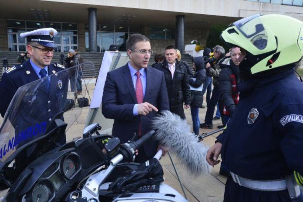 GRAFOLOZI NEPOBITNO UTVRDILI: Lična karta Andreja Vučića falsifikovana