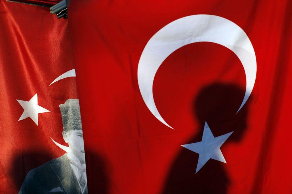 Dva policajca poginula u eksploziji automobila bombe u Turskoj