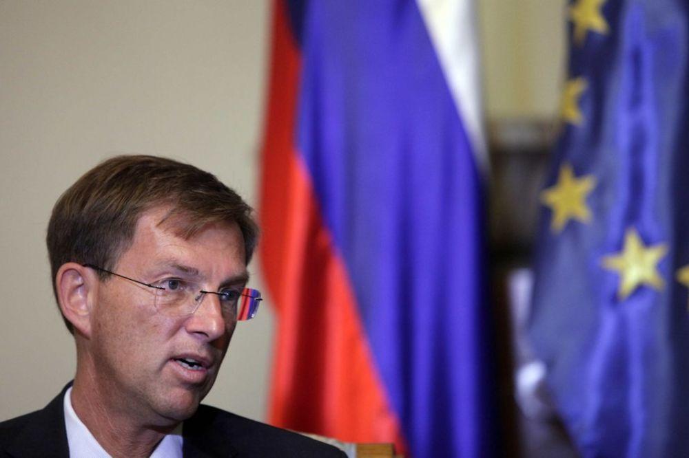PACKA SLOVENAČKOG PREMIJERA: Srbija da podrži EU sankcije Rusiji