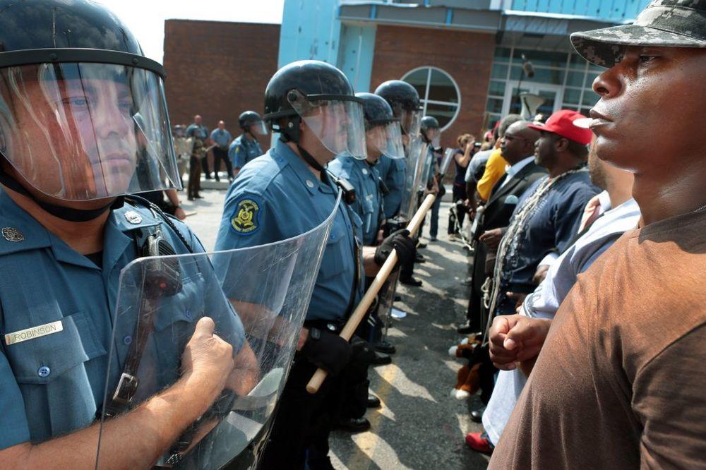 NOVI NEREDI U FERGUSONU: Nekoliko uhapšenih posle sukoba policije sa demonstrantima