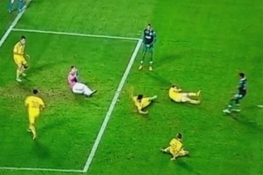 (VIDEO) NOVI-STARI NANI: Protivnici padaju po terenu, on daje golove