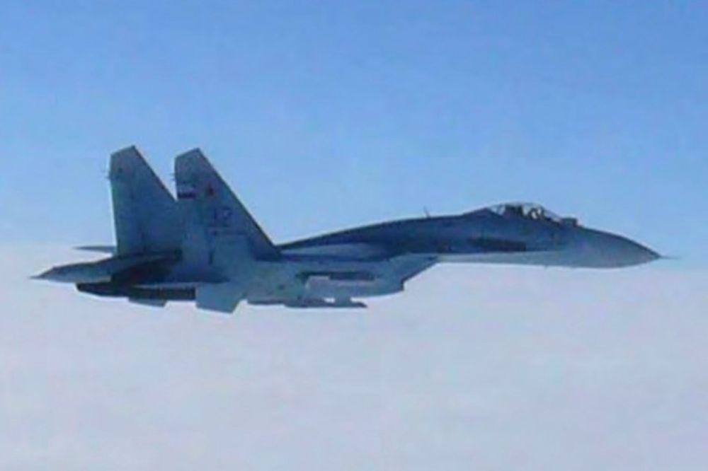 (VIDEO) MALO JE FALILO: Dva suhoja umalo da se zakucaju u Putinov avion
