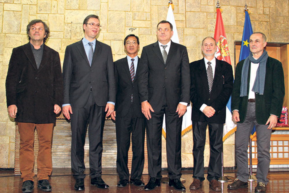 POČAST: Aleksandar Vučić nagrađen za reforme