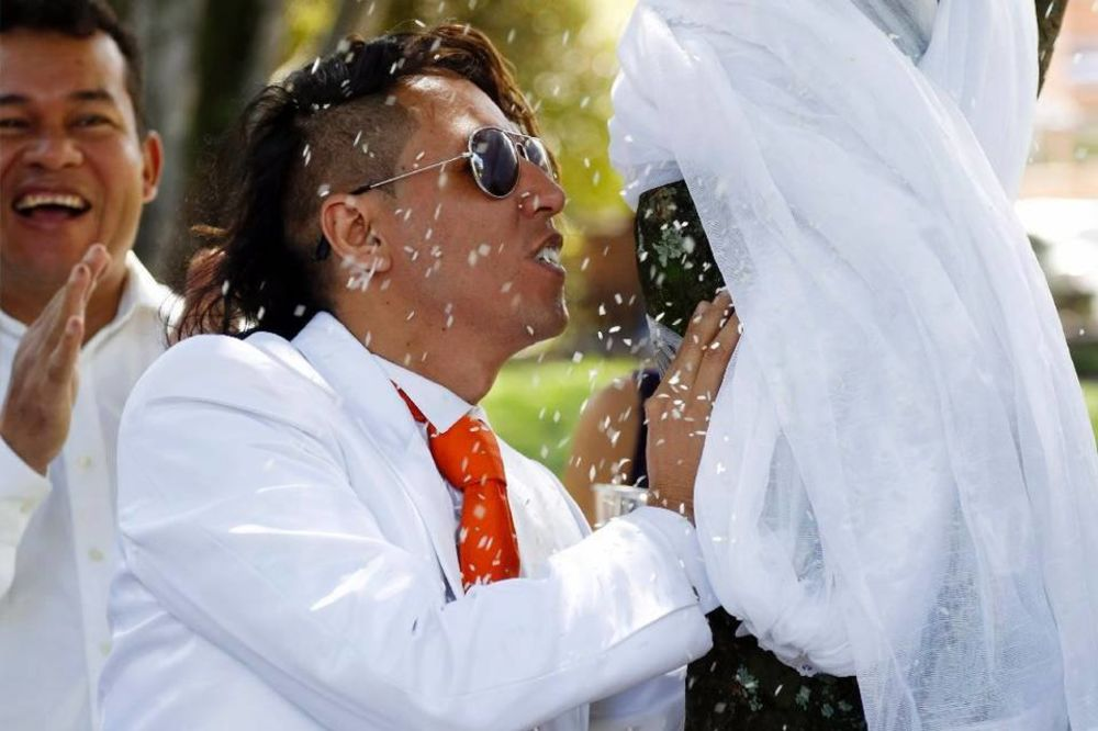 KAKO JE ZNAO DA JE PRISTALA: Peruanac oženio drvo u Kolumbiji