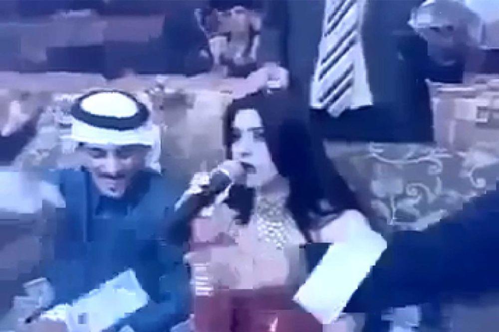 (VIDEO) KO ĆE OVO DA BROJI: Kad pevačica šeiku pogodi žicu!