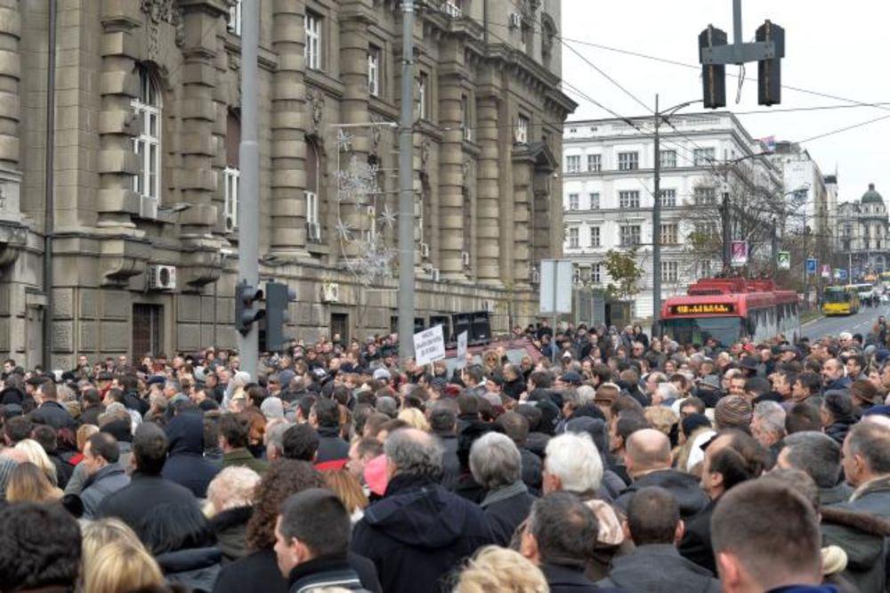 PROTEST U NEMANJINOJ: Advokati blokirali saobraćaj