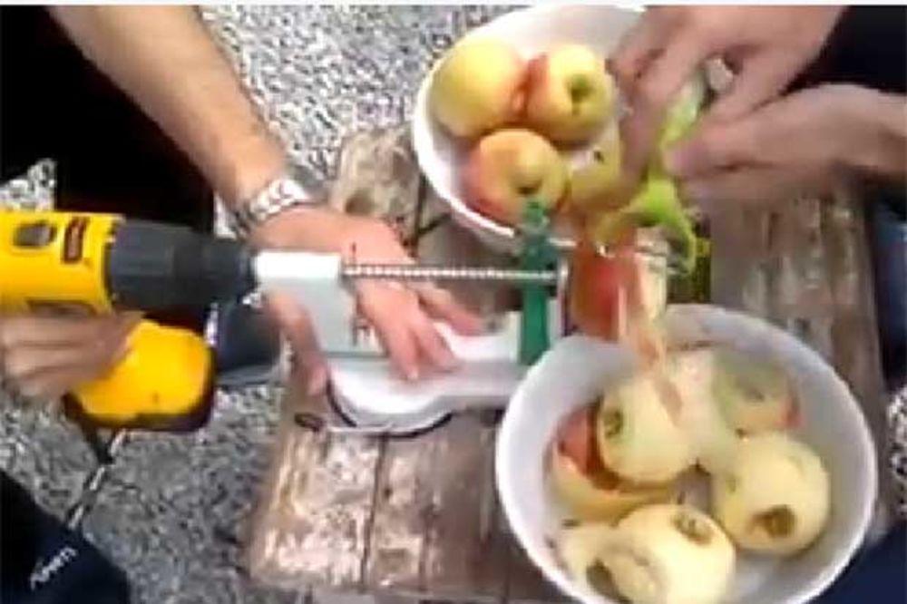 HIT: Ovako muškarci prave pitu od jabuka!