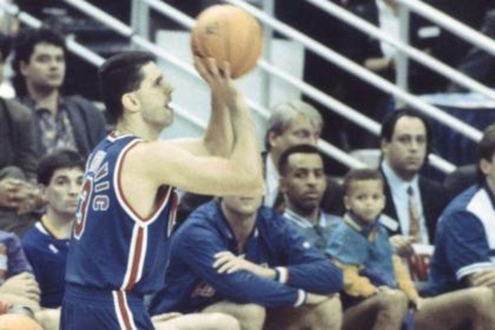 (VIDEO) UČIO OD NAJBOLJIH: Pogledajte kog košarkaša je Stefan Kari gledao sa četiri godine