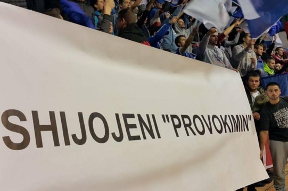 (FOTO) NAVIJAČI PRIŠTINE POSLALI PORUKU SRBIJI: Uživamo da vas provociramo!