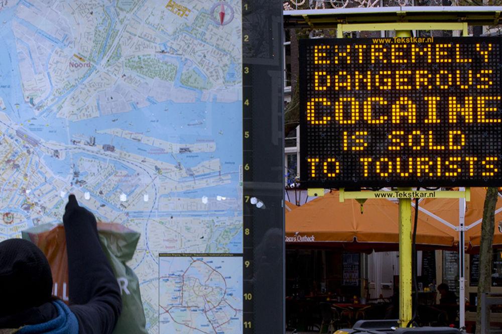 (FOTO) AMSTERDAM: Nova droga je toliko opasna da na nju upozoravaju svetlećim znacima!