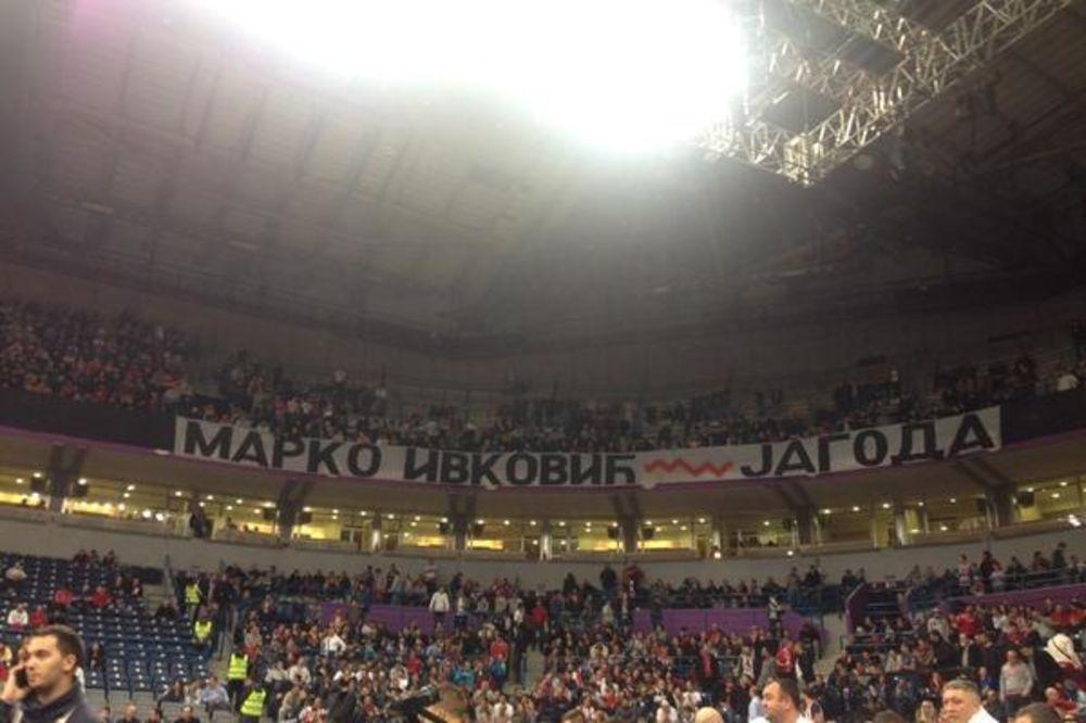 (VIDEO) ARENA JE PEVALA SAMO JEDNU PESMU: Pogledajte oproštaj Delija od Marka Ivkovića
