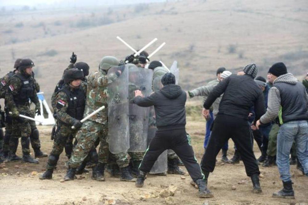 (FOTO) VEŽBA PLATINASTI VUK 15: Vojska prikazala efikasnost u upotrebi neubojitog oružja