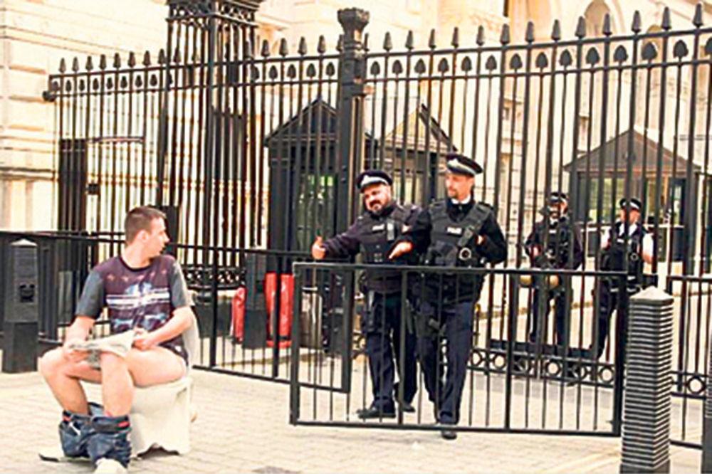 ULETALI NA TEREN: Prekid u Londonu bio reklama za telefon
