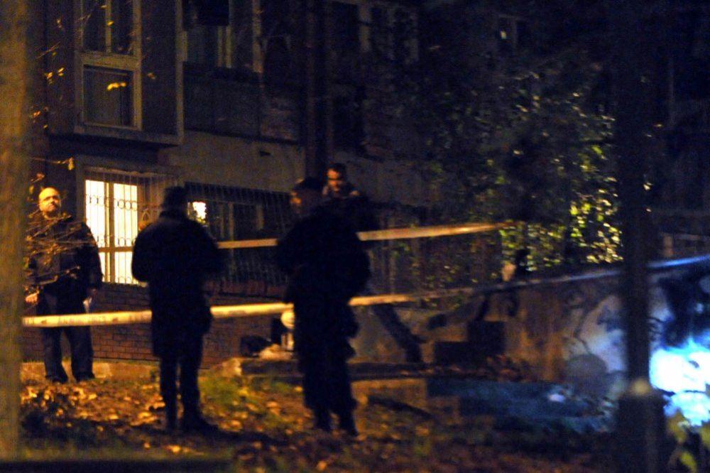 PUCNJAVA NA BANOVOM BRDU: Teško ranjen muškarac, napadač u bekstvu!