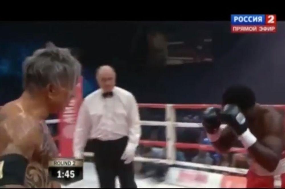 OVAKO BIJE MIKI RURK: Vratio se boksu i pobedio nokautom u drugoj rundi! (VIDEO)