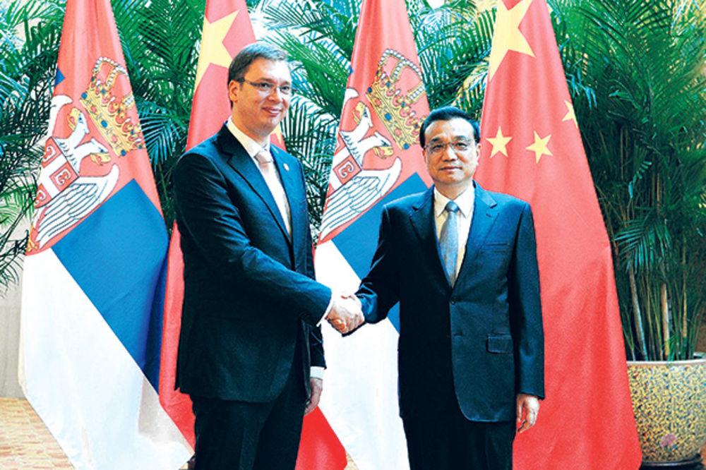 Tokom susreta u Kini... Premijeri Srbije i Kine Vučić i Kećeng