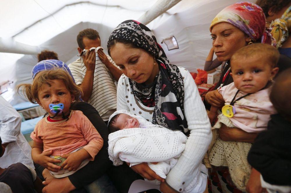 SMEŠTAĆE IH U KASARNE: Austrija dnevno primi 100 zahteva za azil!