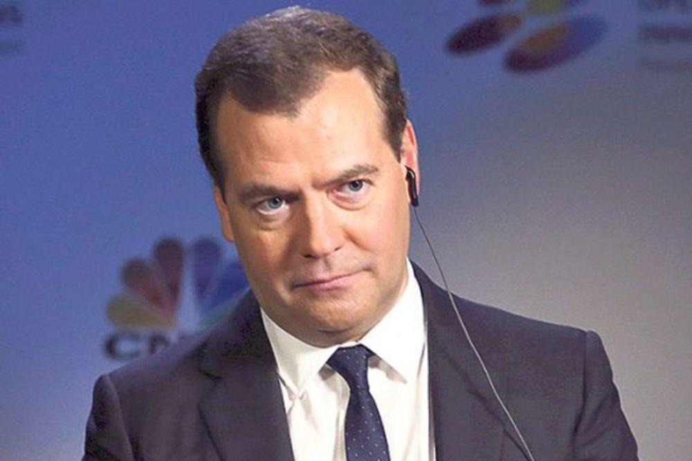 DMITRIJ MEDVEDEV: Rusija može da se izbori s monetarnom krizom