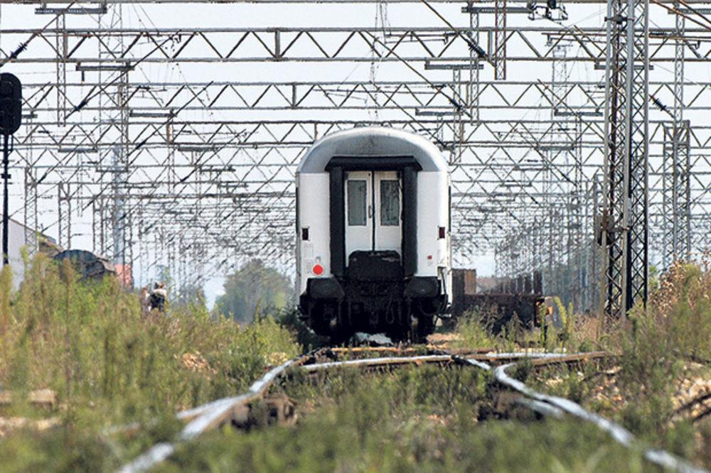TRAGEDIJA U BUJANOVCU: Mladić (27) se bacio pod voz