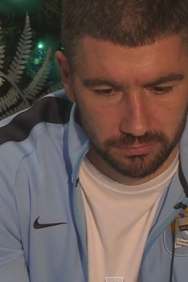 (VIDEO) SRBIN JE INTERNET HIT: Svi se smeju, Kolarov ne i time odnosi pobedu
