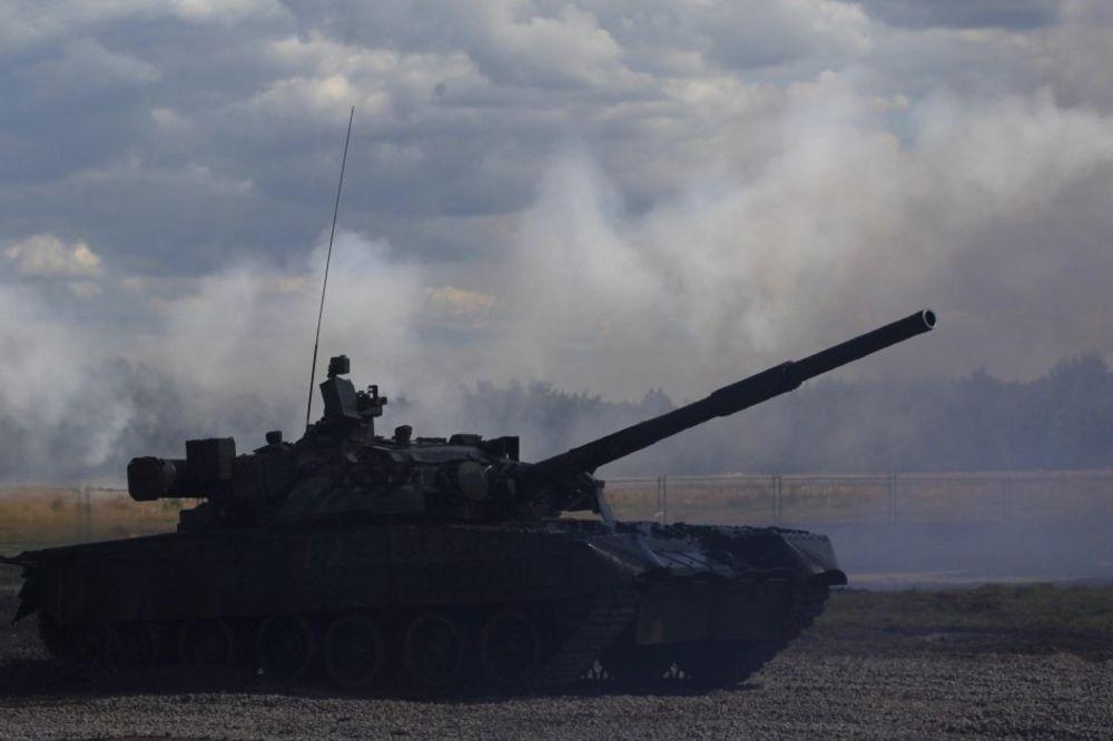 RUSKI VOJNI EKSPERT: Kad sa 10.000 tenkova krenemo na NATO, Kosovo osvajamo zajedno sa Srbijom