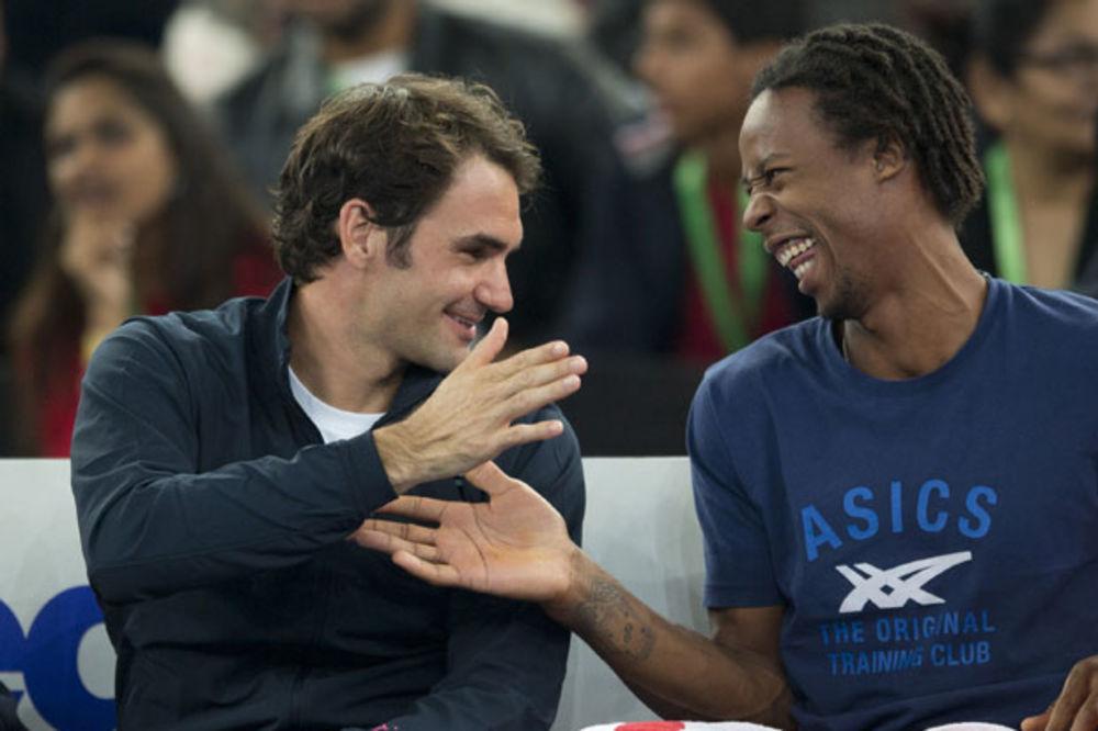 (VIDEO) OVO SE RETKO VIĐA: Pogledajte kako Federer đuska!