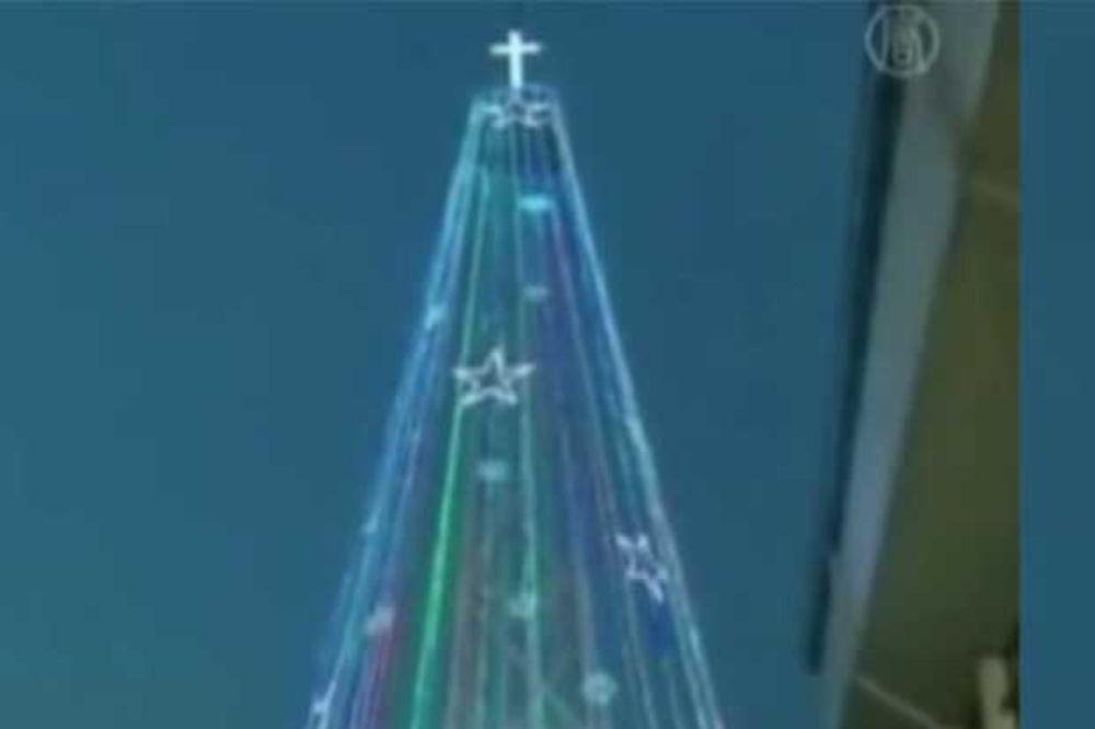DRVO RAZDORA: Pjongjang obećao da će bombardovati novogodišnju jelku na granici