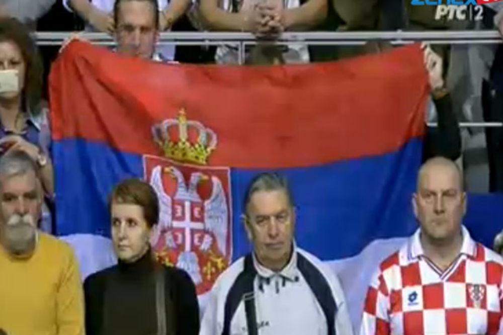 OVO SE JOŠ NIJE DOGODILO: Hrvati aplauzima ispratili Bože pravde