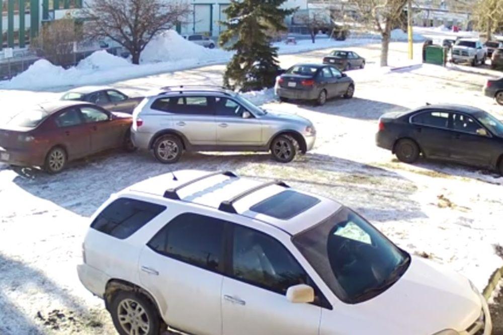 GOSPOĐO, NAPUSTITE VOZILO: Ovo je najgore parkiranje na svetu, video je zapalio Jutjub!