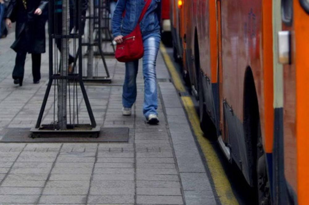 TEŽAK UDES NA VRAČARU: Sudar autobusa i trolejbusa, čovek dobio potres mozga