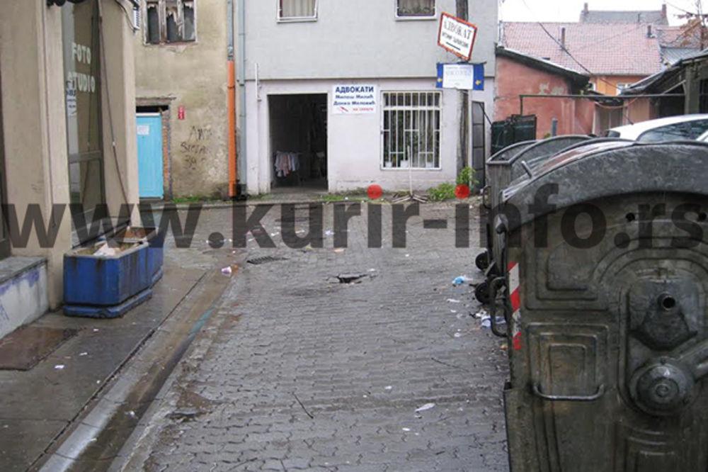 BRAČNA DRAMA U KRAGUJEVCU: Ženu nasred ulice ubo šrafcigerom u leđa, pa sebe u grudi i vrat