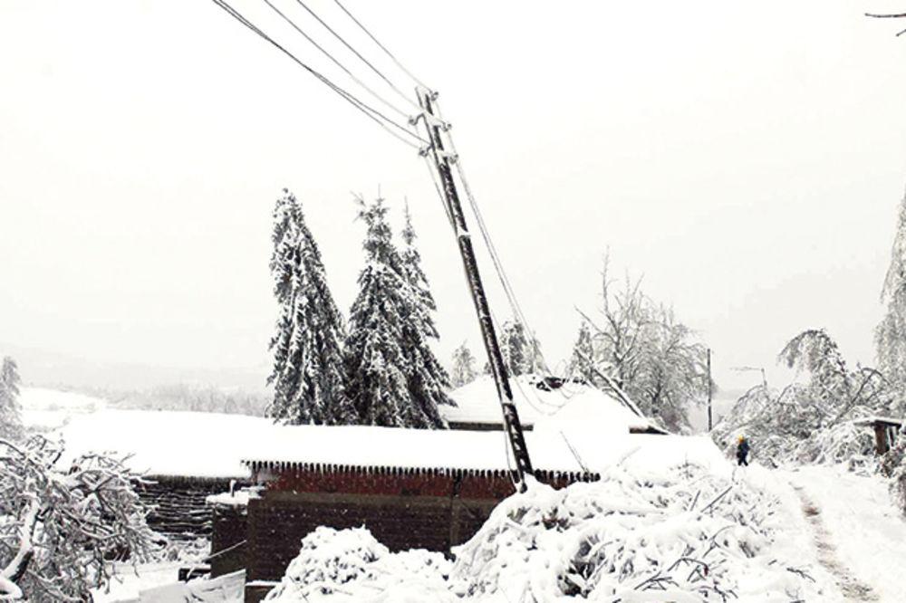 BEZ USPEHA: Istočna Srbija i dalje bez struje, zavejana i pod ledom