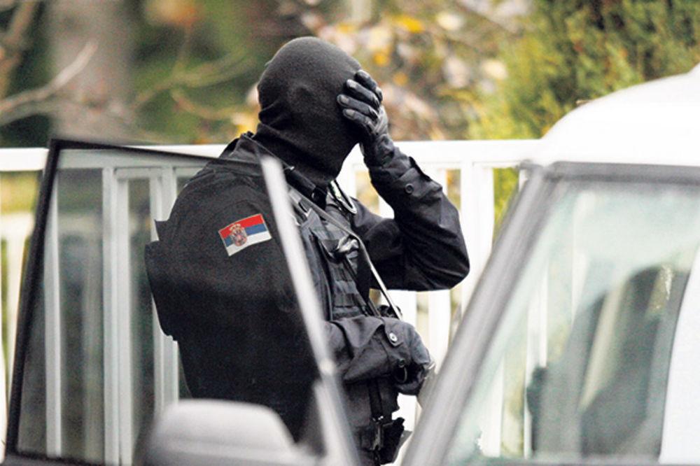 DRAMA RATNOG VETERANA: Policijski specijalac se bacio sa drugog sprata!