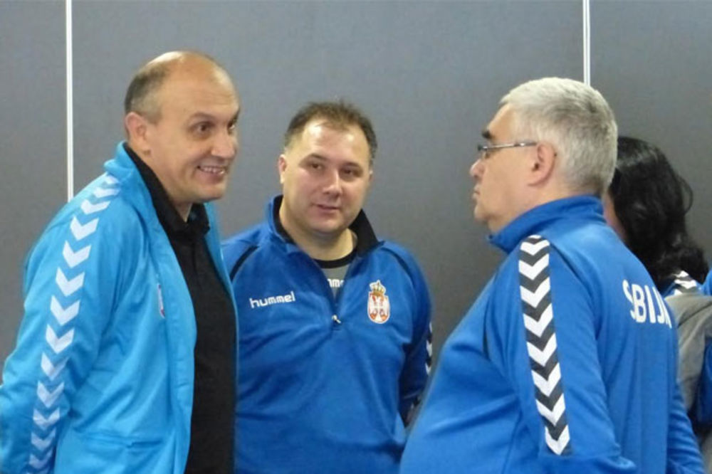 (FOTO) Pogledajte kako se rukometašice Srbije bodre uoči duela sa Slovačkom