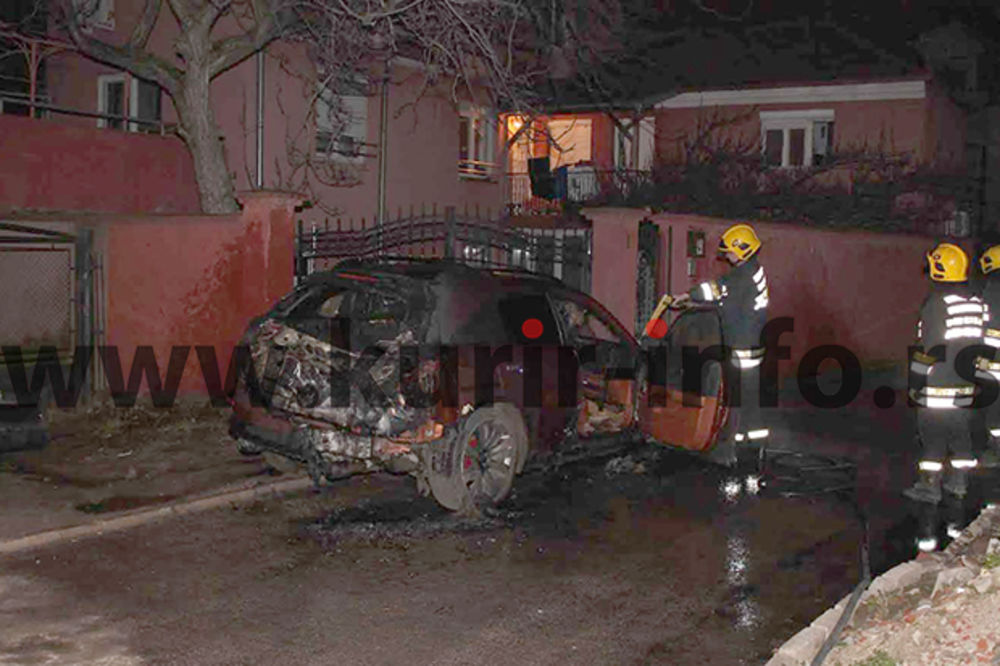 niš, zapaljen auto foto kurir dopisnik