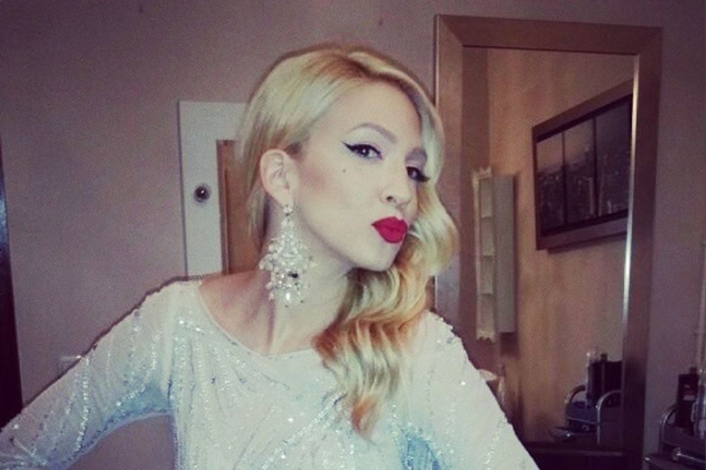 SEDI NA DVE STOLICE: Milica Todorović vara dečka sa bivšim fudbalerom!