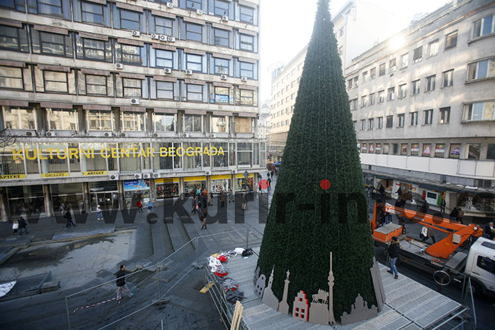 (FOTO) NOVOGODIŠNJA ČAROLIJA: Ovako izgleda najviša jelka dosad u Beogradu!