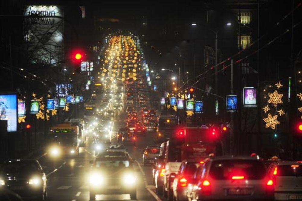(FOTO) PRAZNIČNA ATMOSFERA: Beograd pod novogodišnjim svetiljkama