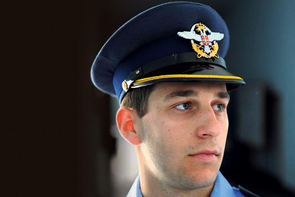 TRAGEDIJA: OTAC I SIN ZAJEDNO UČESTVOVALI NA PARADI Poginuli mladić se školovao za vojnog pilota!